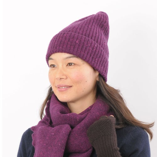 Image of Soft Tweed Cashmere Mix Rib Hat in Wine