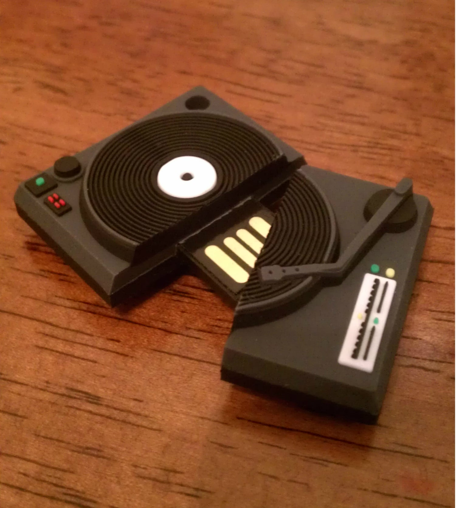 NEW MINI TURNTABLE USB DRIVE