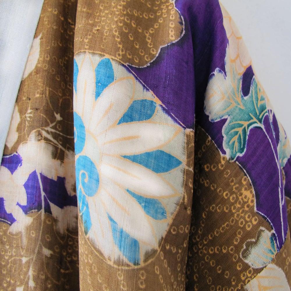 Image of Blommelilla vatteret silke kimono med chrysantemum og hjerteblade