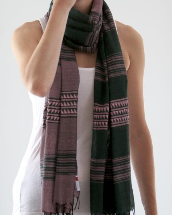Image of Écharpe violet et vert / Green and purple scarf