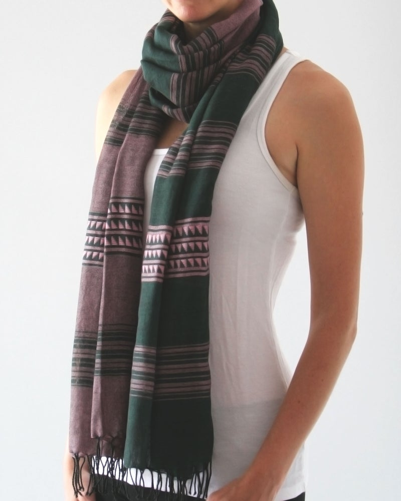 Image of Écharpe violet et vert / Green and purple scarf