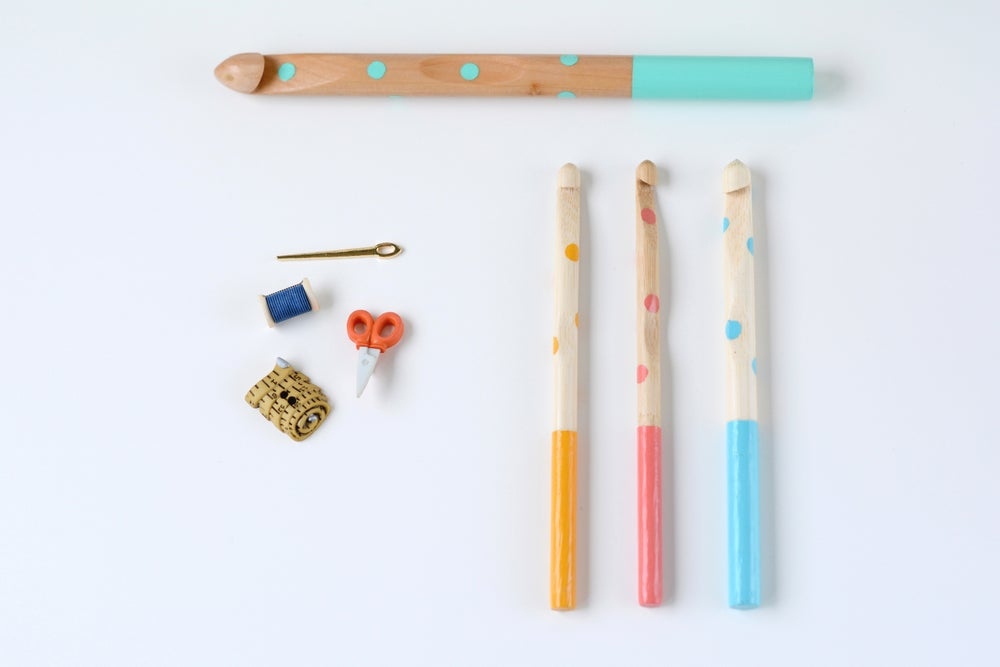 "Image of ""Puntitos"" crochet needle"