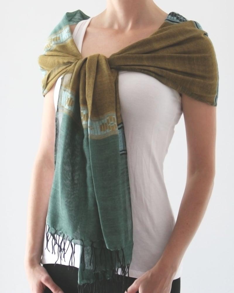 Image of Écharpe vert et bronze / Green and bronze scarf