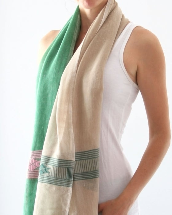 Image of Écharpe en tissue vert, beige et rose léger / Light scarf in pink, beige and green