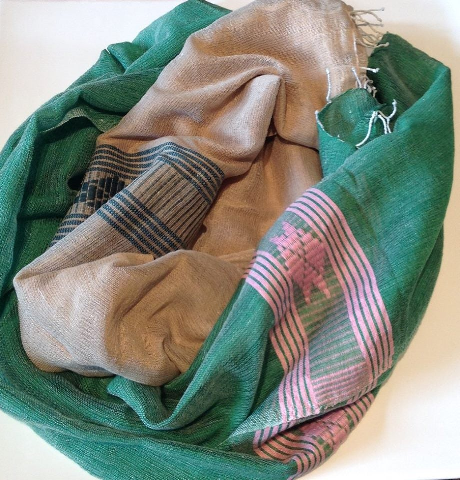 Image of Écharpe en tissue vert, beige et rose léger / Light scarf in pink, beige and green