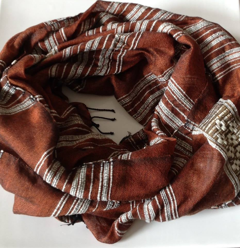 Image of Écharpe couleur chocolat / Chocolate colored scarf