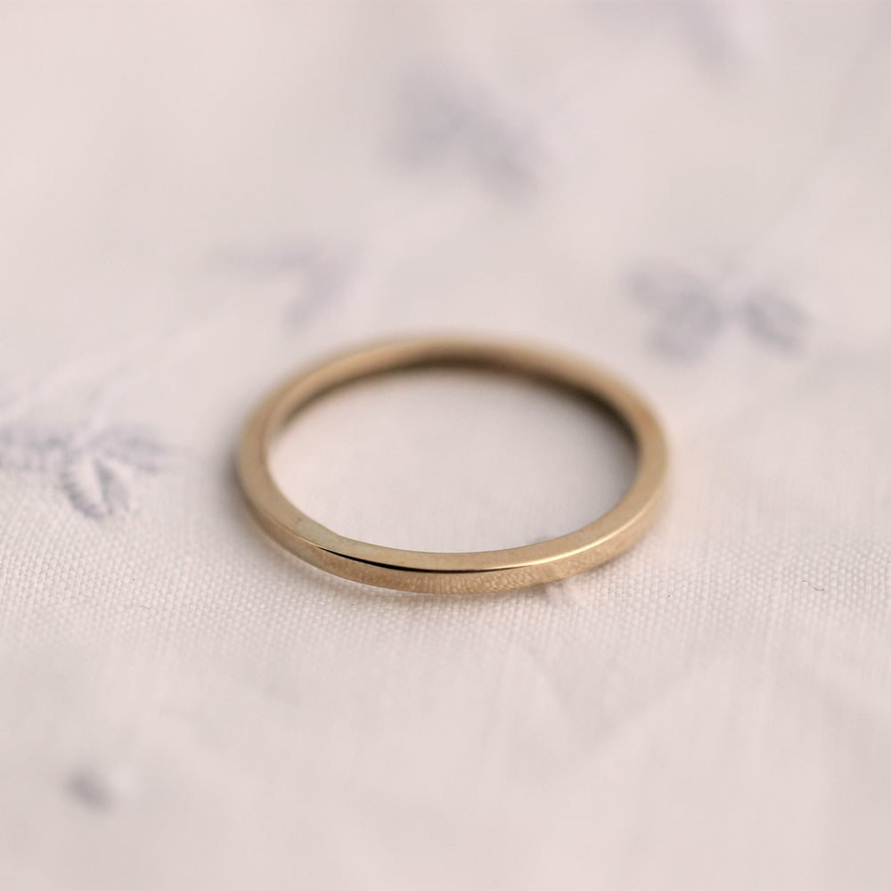 Image of gold ring with square profile