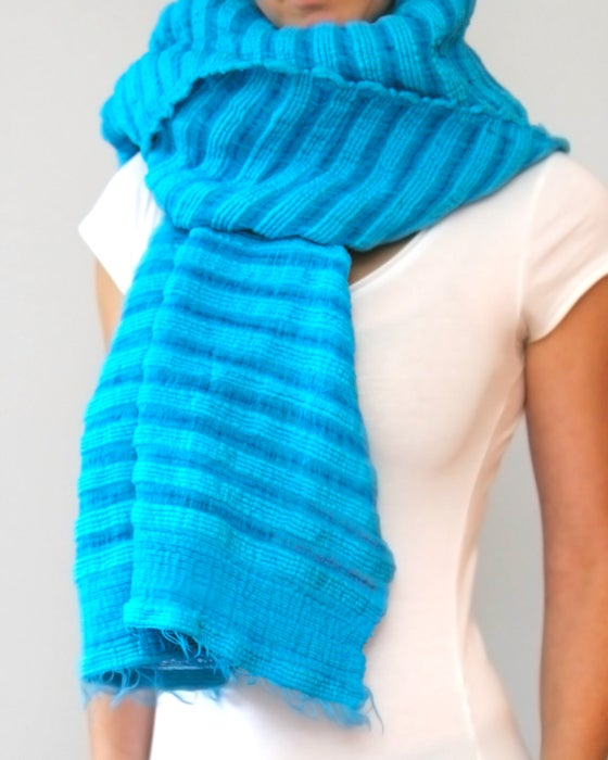 Image of Écharpe en coton épais bleu/ Thick blue cotton scarf