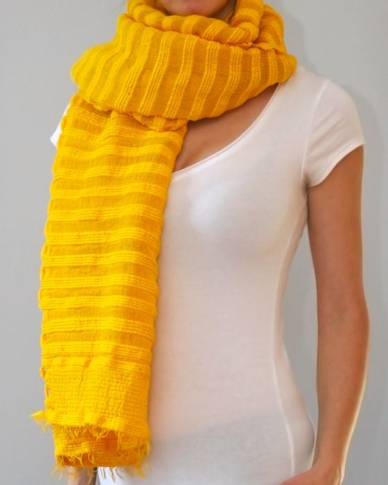 Image of Écharpe en coton épais jaune/ Thick yellow cotton scarf