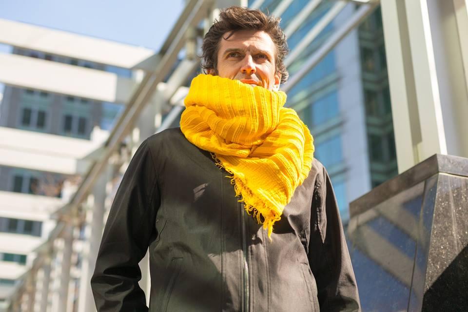 Image of Écharpe en coton épais jaune/ Thick yellow cotton scarf