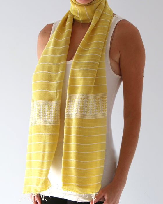 Image of Écharpe jaune d'automne #2/ Fall yellow scarf #2