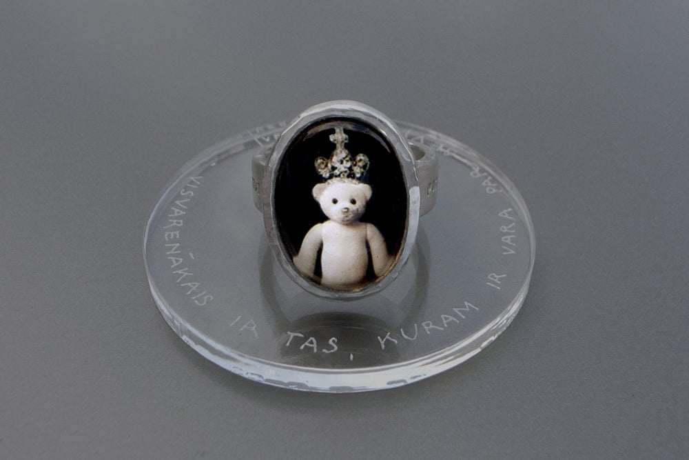 Image of teddy-bear's silver ring with photo and rock crystal POTENTISSIMUM ESSE QUI SE HABET IN POTESTATE