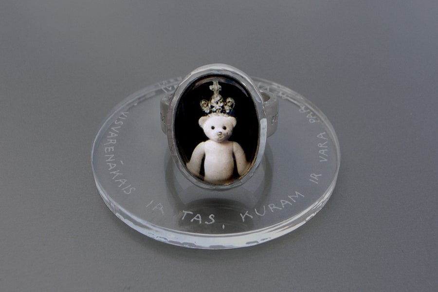 "Image of ""Is the most.."" teddy-bear's silver ring with photo and rock crystal  · POTENTISSIMUM.. ·"