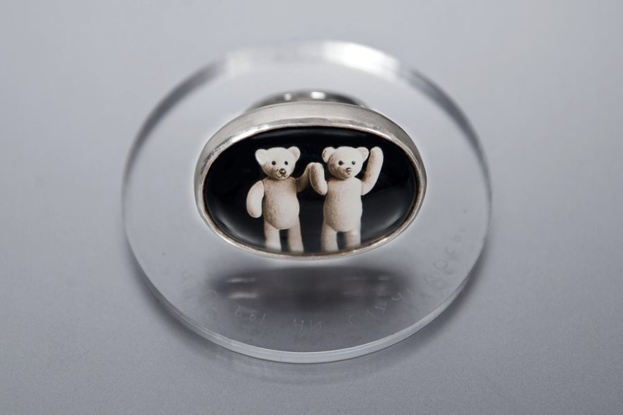 "Image of ""Whatever happens"" teddy-bear's silver ring with photo and rock crystal  · UTQUMQUE RES.. ·"