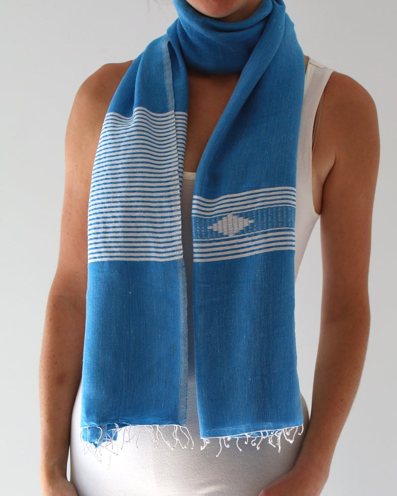 Image of Écharpe bleue automnale/ Fall blue scarf