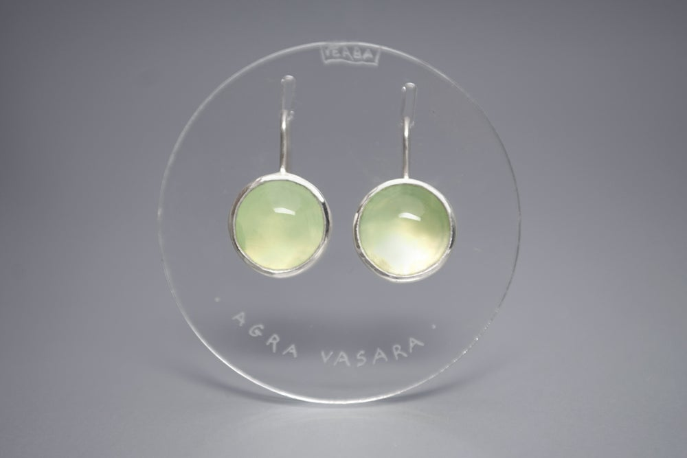 Image of silver earrings with prehnites NOVA AESTATE