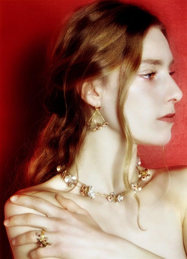 Image of 'Sakura' halsketting in zilver goud en granaat / necklace in silver, yellow gold and garnet