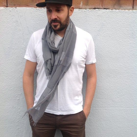 Image of Collection homme - Écharpe grise #2 / For men - Grey scarf #2