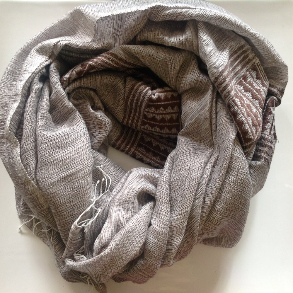 Image of Collection homme - Écharpe brun et gris / For men - brown and grey