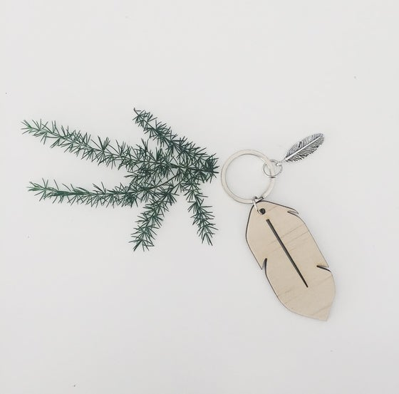 Image of WOOD FEATHER KEY RING by Zilvi