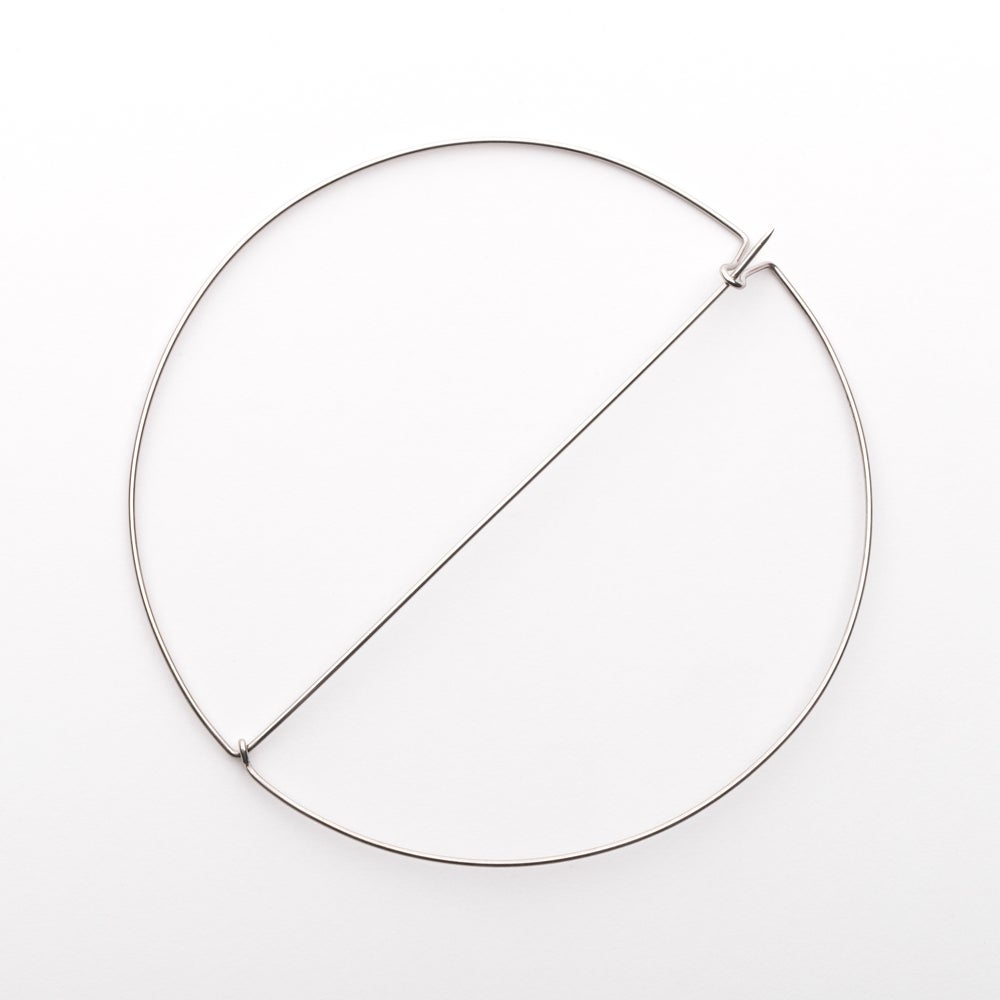 Image of L'Essentiel : broche ronde