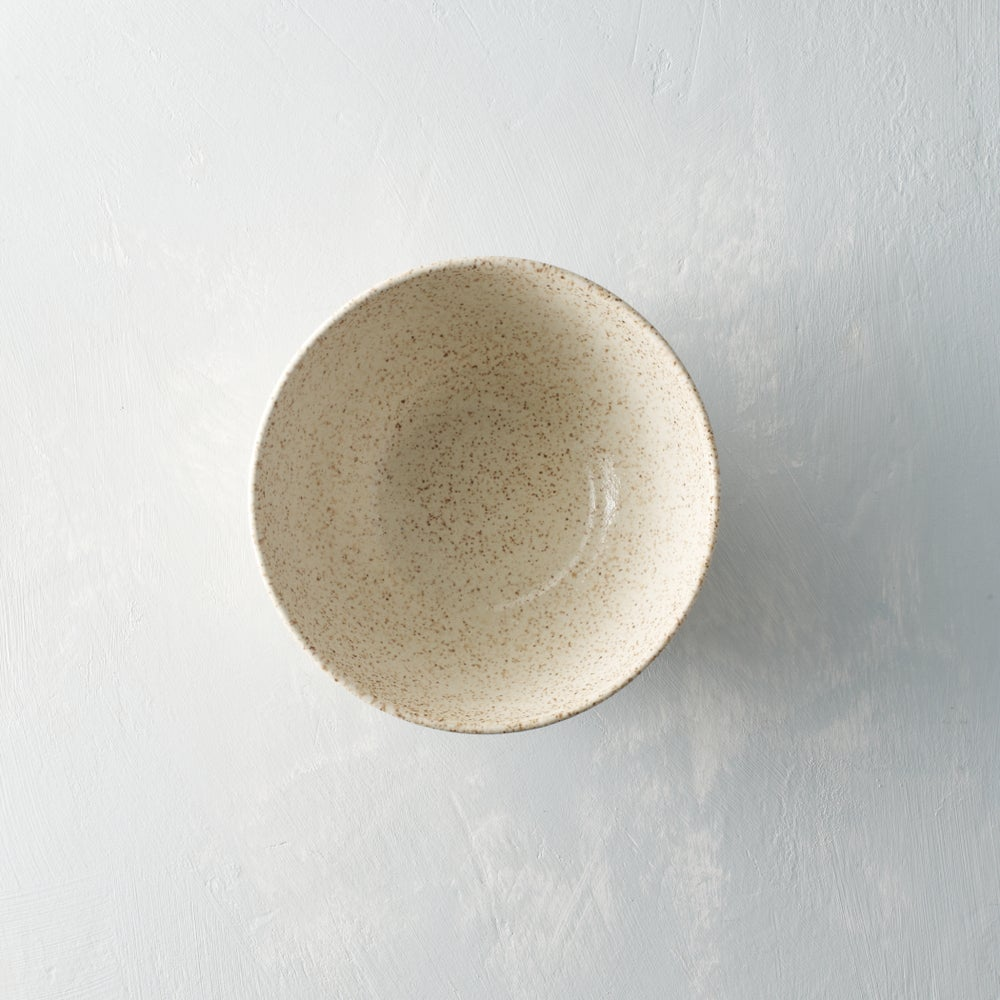Image of Medium Creamy speckled bowls set