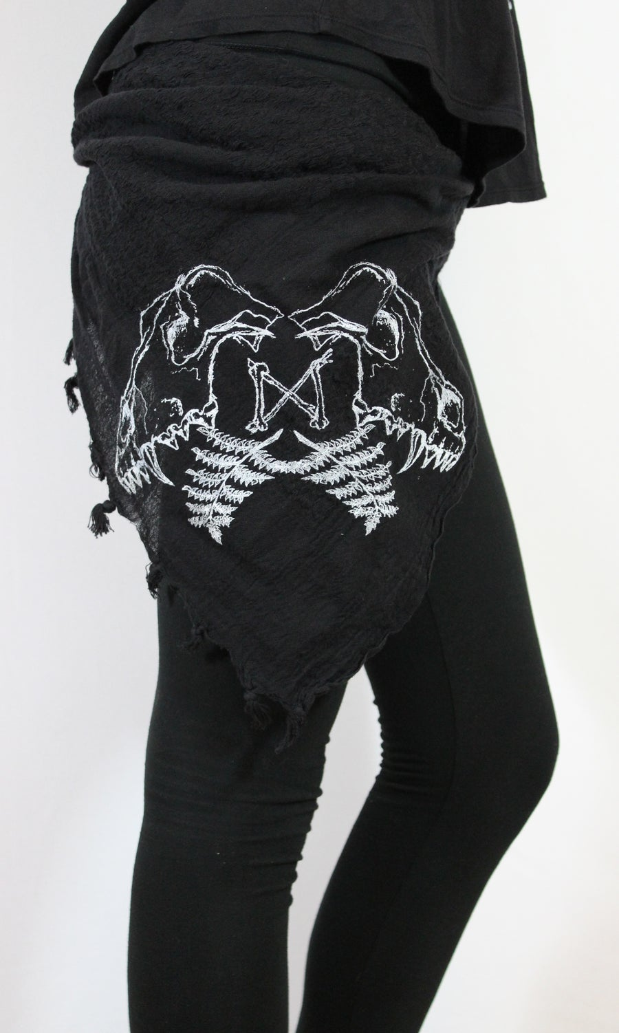 Image of WOLF SKULL SCARF