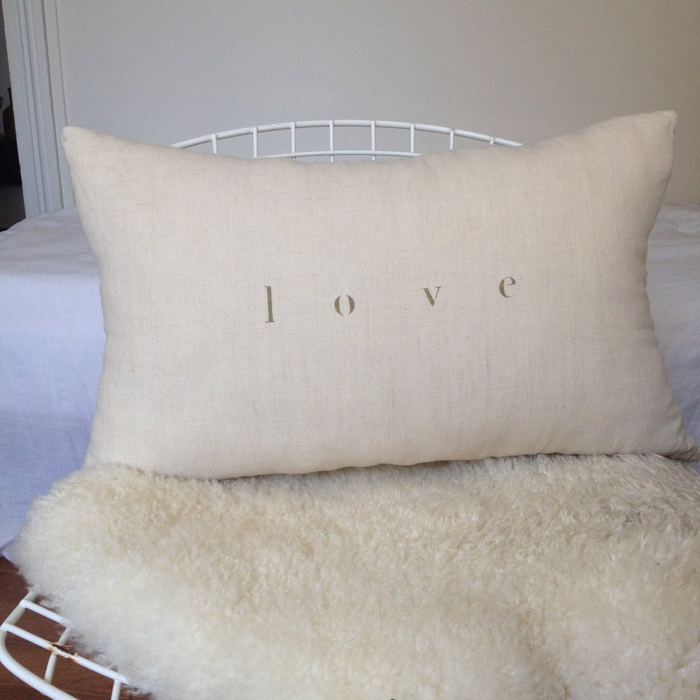 Image of Coussin écru love OR long
