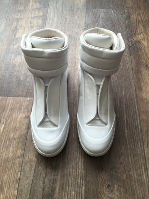 "Image of Maison Margiela ""Future"" (White)"