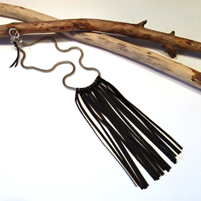 Image of Collier City plumes en cuir