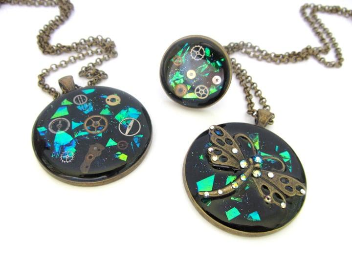 Emerald Steampunk Round Bronze Pendant