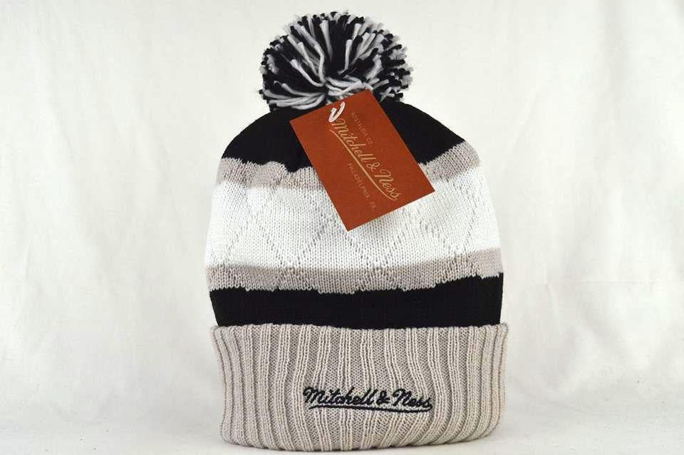 Image of LOS ANGELS KINGS NHL QUILTED CROWN MITCHELL & NESS BEANIE