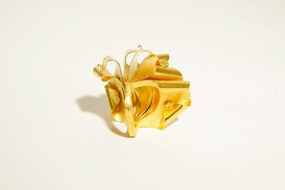 Image of Feuilles d´or, Sculptural ring in Fairmined gold 18k
