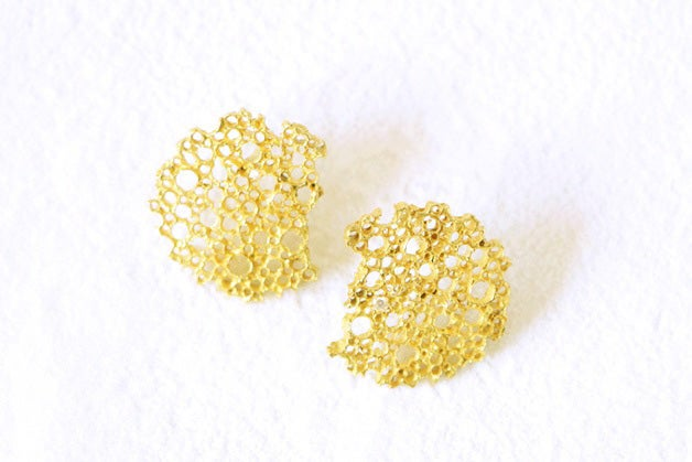 Image of Coral, Earrings in Fairmined gold 18k with white diamonds