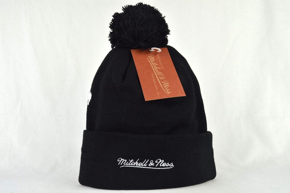 Image of LOS ANGELES KINGS BLACK & WHITE NHL MITCHELL & NESS BEANIE