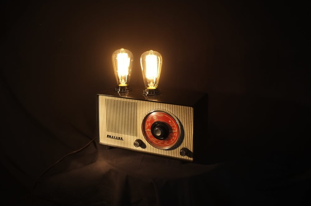 Image of Bakelite 'radio' lamp