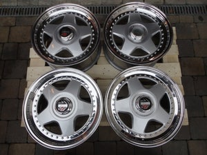 "Image of Genuine MOMO R3 17"" 5x114.3 3-Piece Split Rim Alloy Wheels"
