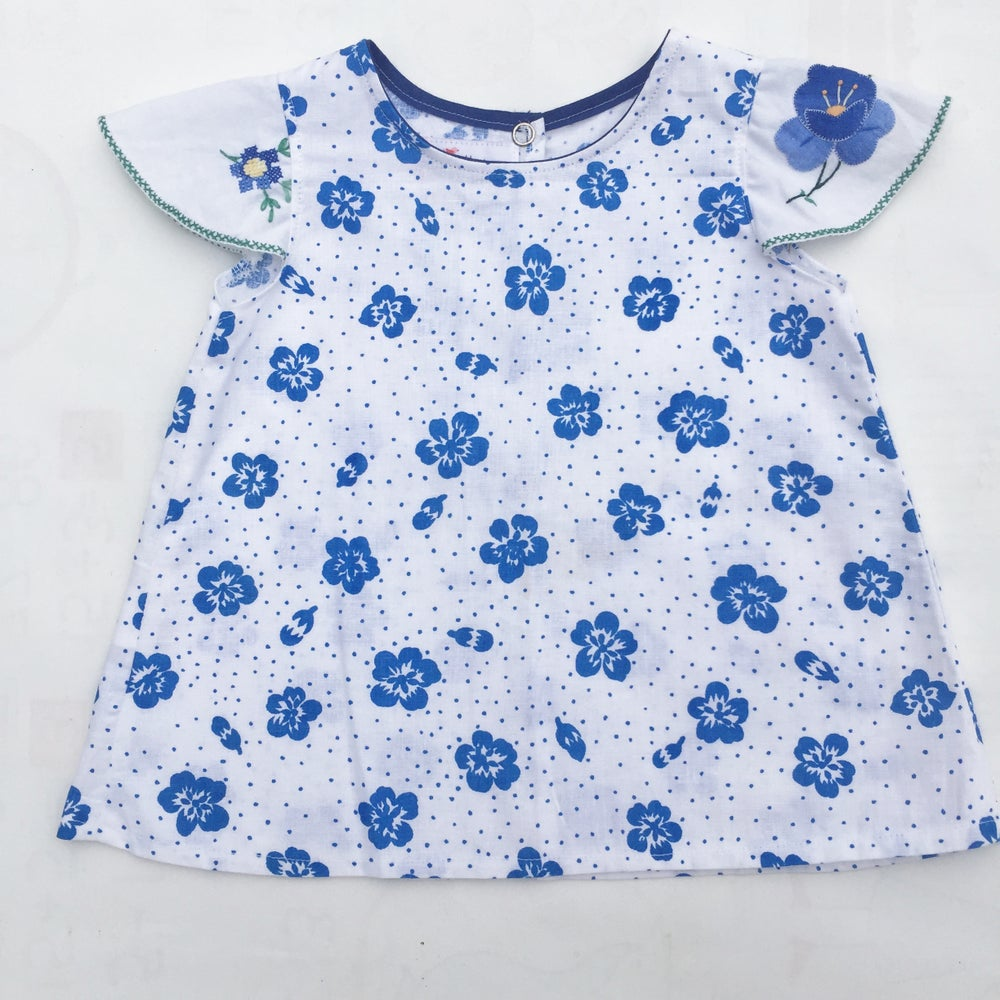 Image of Baby doily sleeved dress - size 00 - Daisy spots