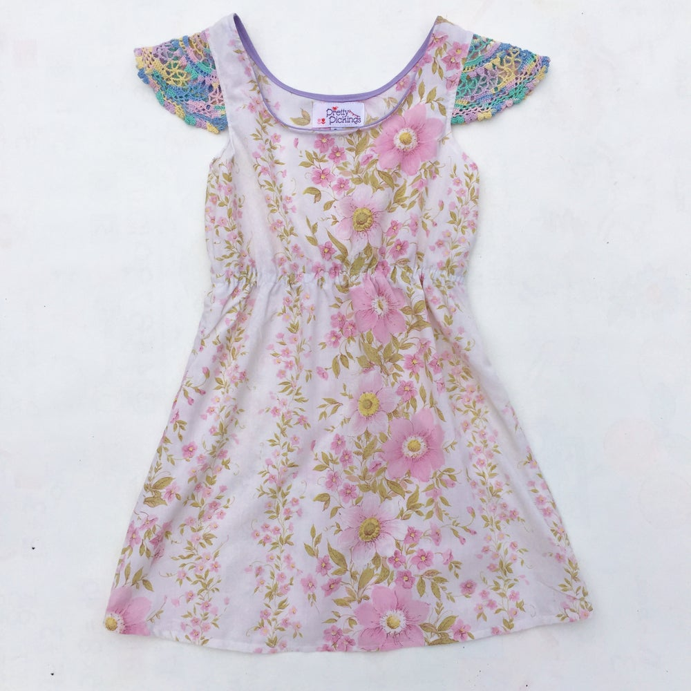 Image of Size 5 doily sleeved dress - pink floral