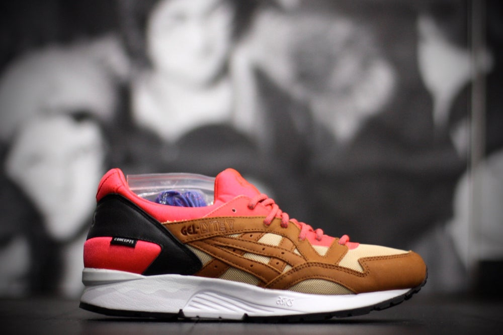 "Image of ASICS GEL LYTE V X CONCEPTS ""MIX & MATCH"" CORAL"