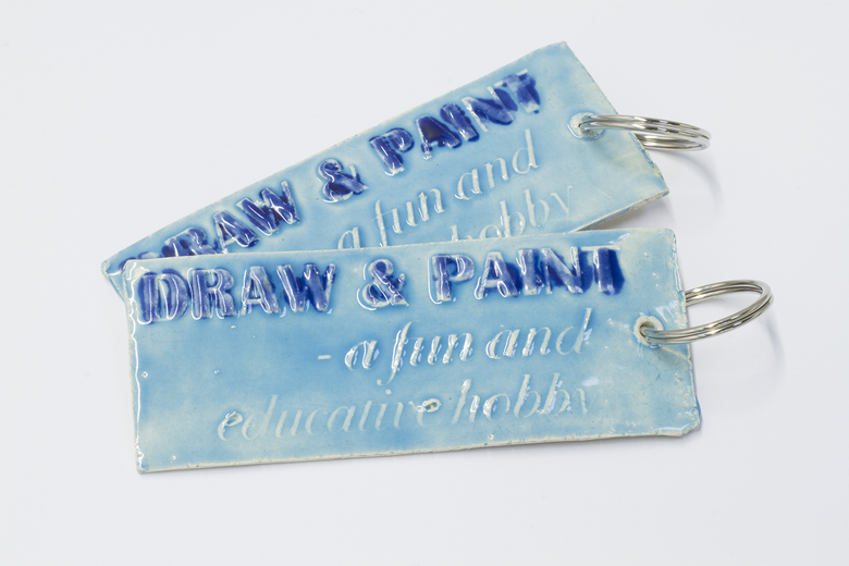Image of Ceramic Keyring DRAW & PAINT