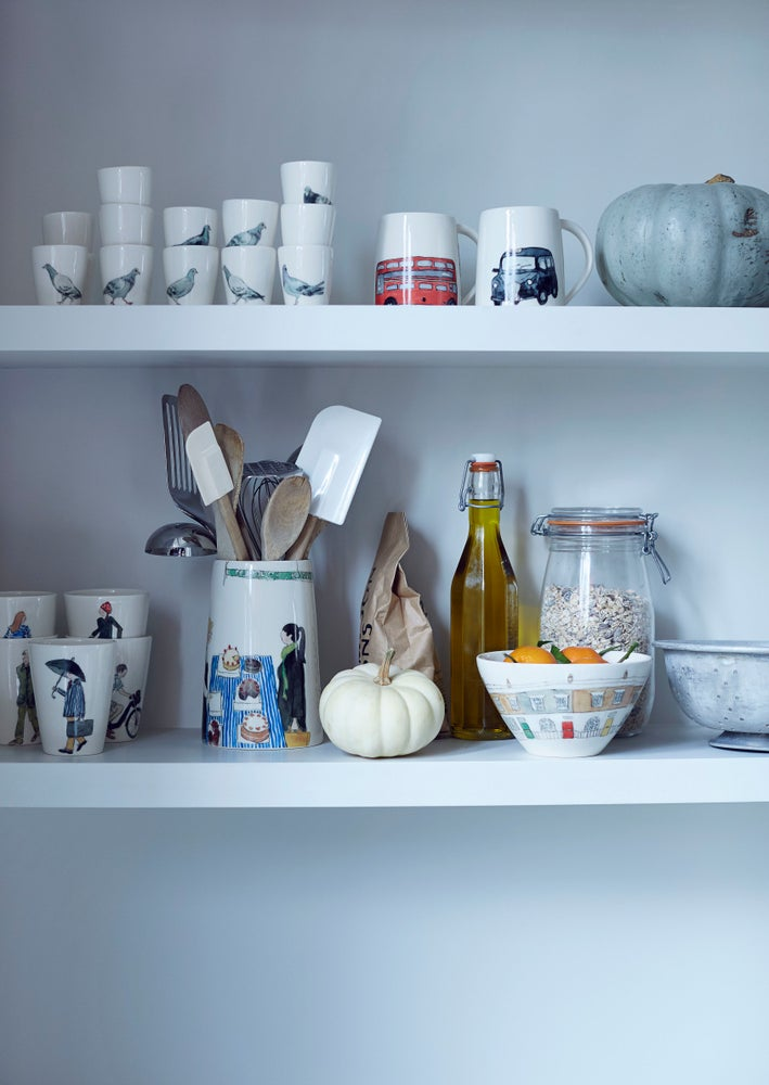 Image of London mugs and bowls