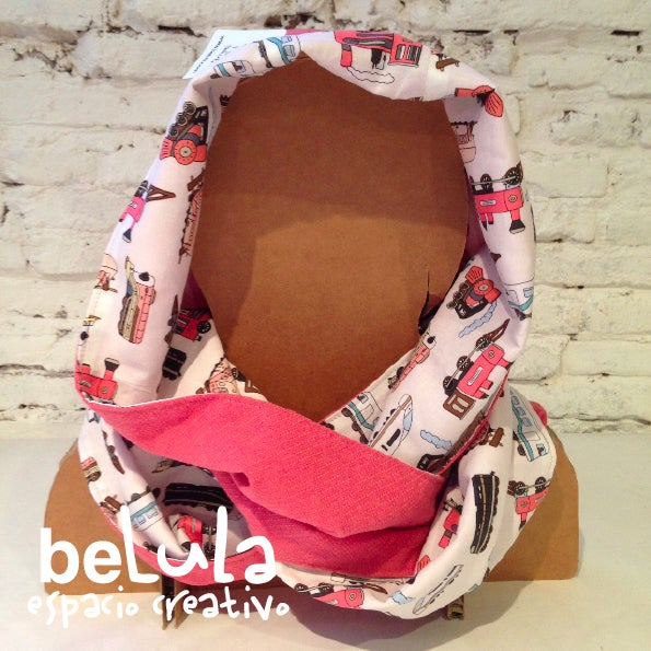 Image of Cuello capucha reversible: rosa trenes