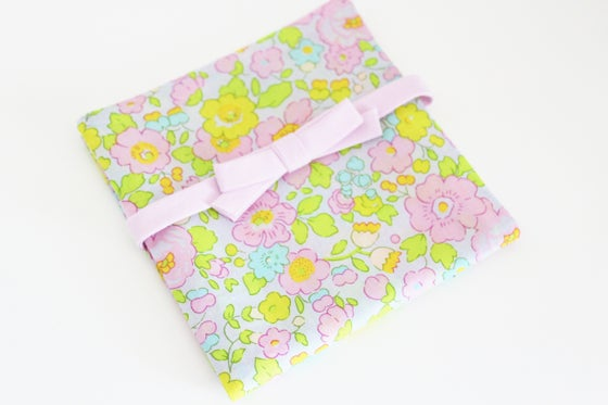 Image of Porte Barrettes Liberty Betsy Beryl Rose - SUR COMMANDE
