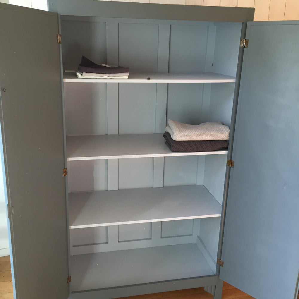 Image of Armoire 04