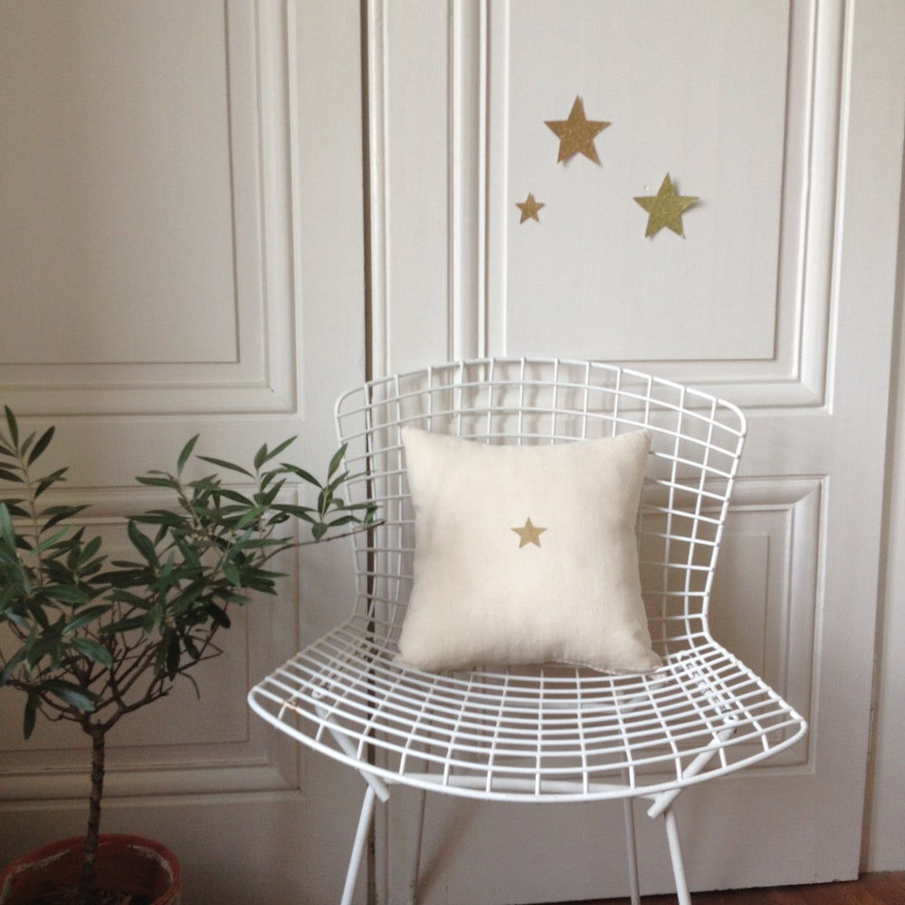 Image of Coussin écru étoile or SMALL