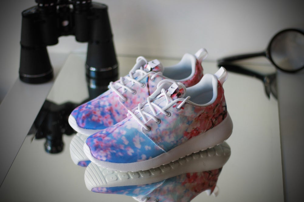 Image of WMNS Nike Roshe One Cherry Blossom 819960-100