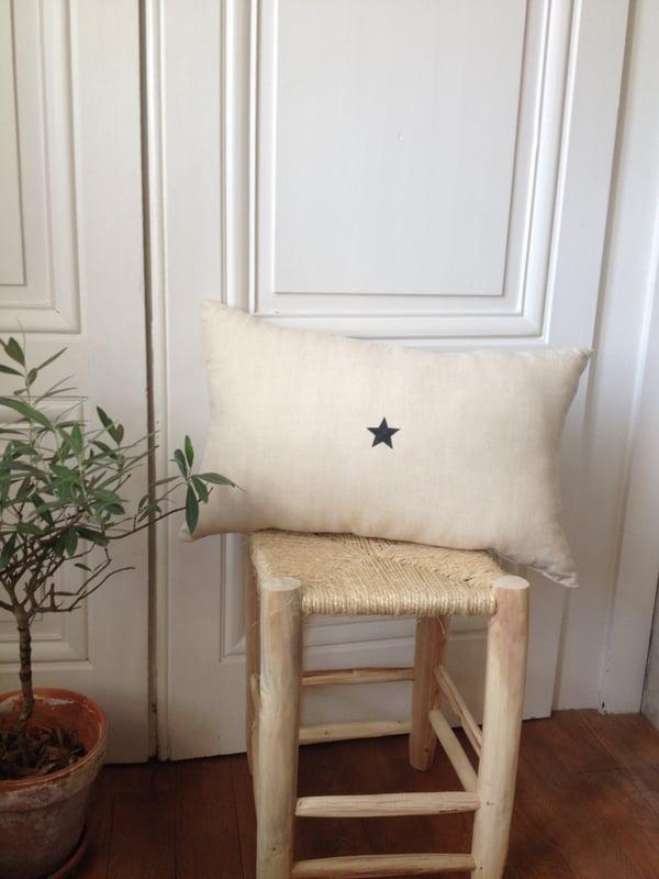 Image of coussin écru étoile noire