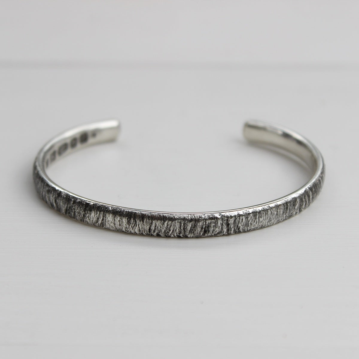 Image of men's horn texture bangle (medium weight)