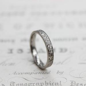 Image of Platinum 3mm flat court laurel leaf and milled edge engraved ring